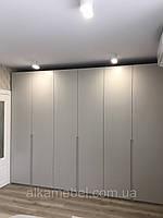 Шкаф в спальню с крашенными фасадами мдф