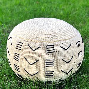 Бескаркасный вязаный интерьерный пуф ручной работы из трикотажной пряжи Бобилон с вышивкой