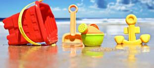 Летние игрушки - песочные наборы, оружие, матрасы.