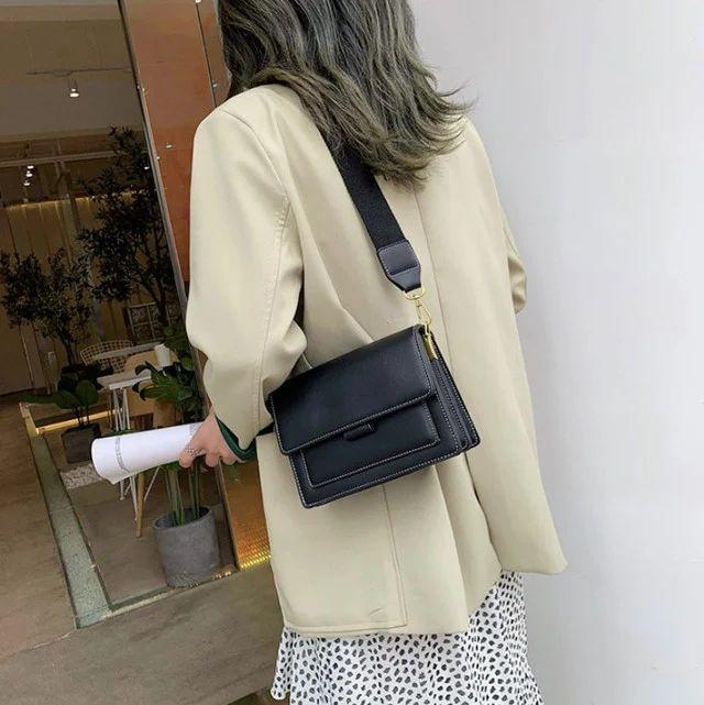 Жіноча сумка через плече Legend з двома ремінцями