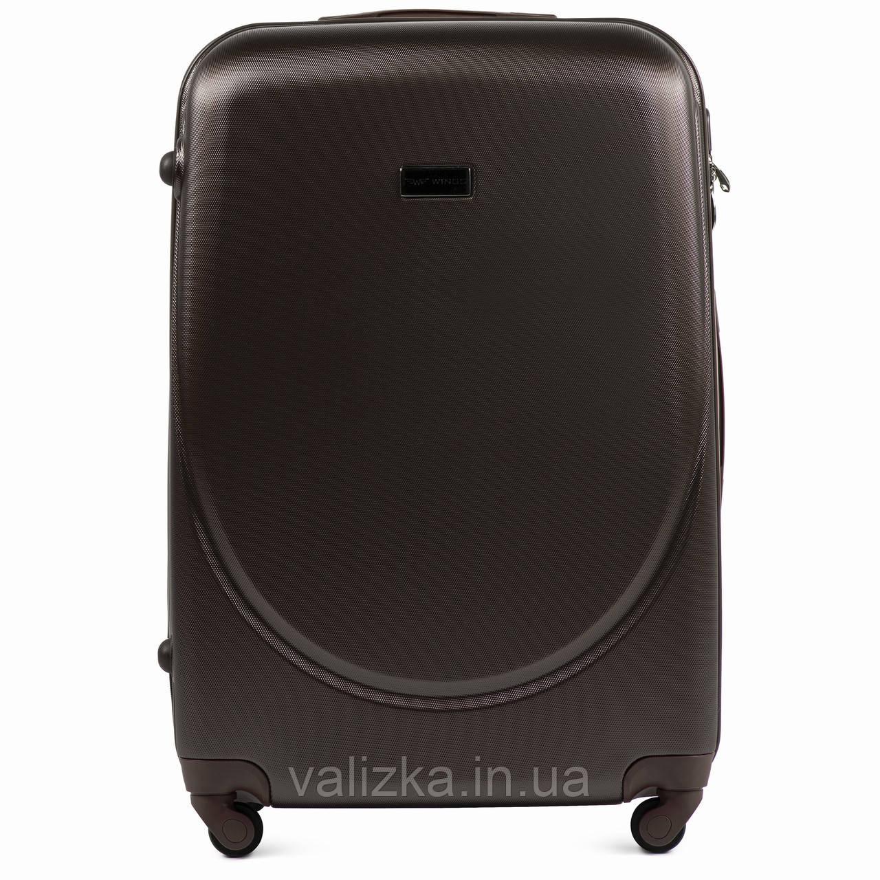 Большой пластиковый чемодан с фурнитурой в цвет кофейный