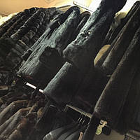Почесне місце шикарною норкової шуби в гардеробі сучасної російської жінки