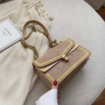 Модная маленькая женская сумка. Сумка женская под замшу с ремешком цепочкой. Сумочка женская Черная Бежевый