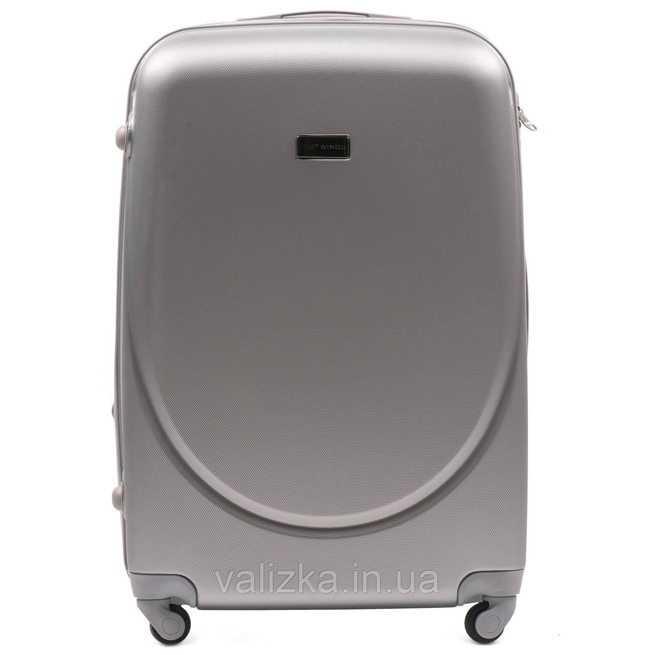 Большой пластиковый чемодан с фурнитурой в цвет серебристый