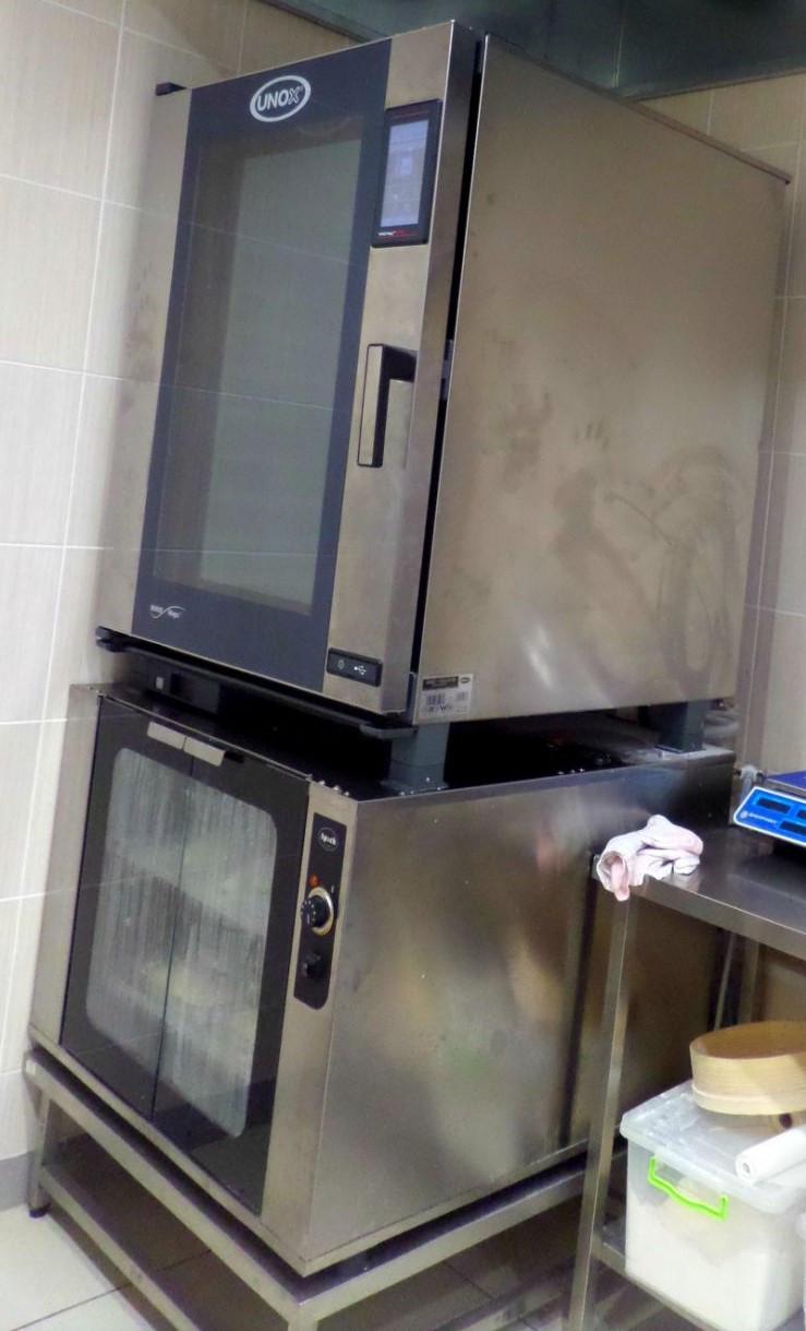 Печь пароконвекционная Unox XEBC10EUE1R (линия ONE)  б/у с расстоечным шкафом