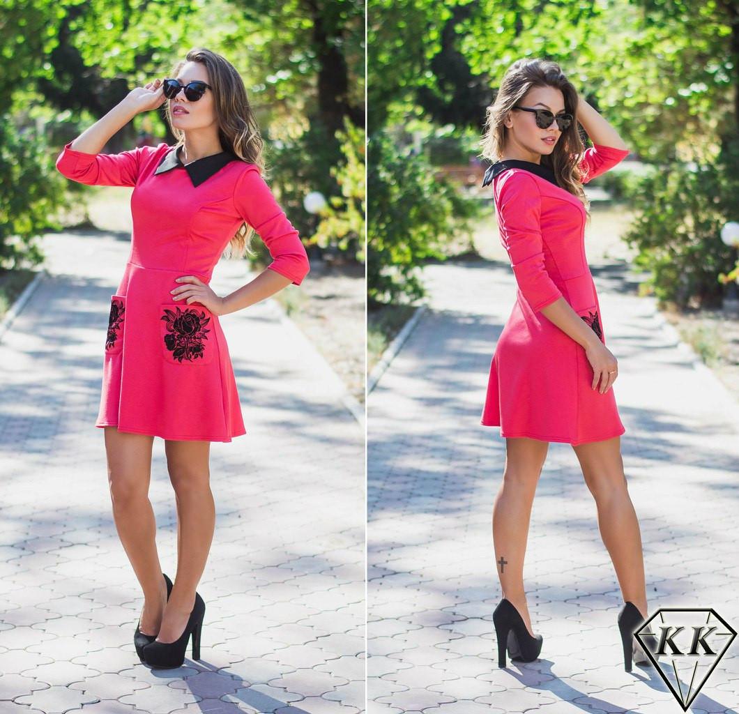 Коралловое платье с воротником