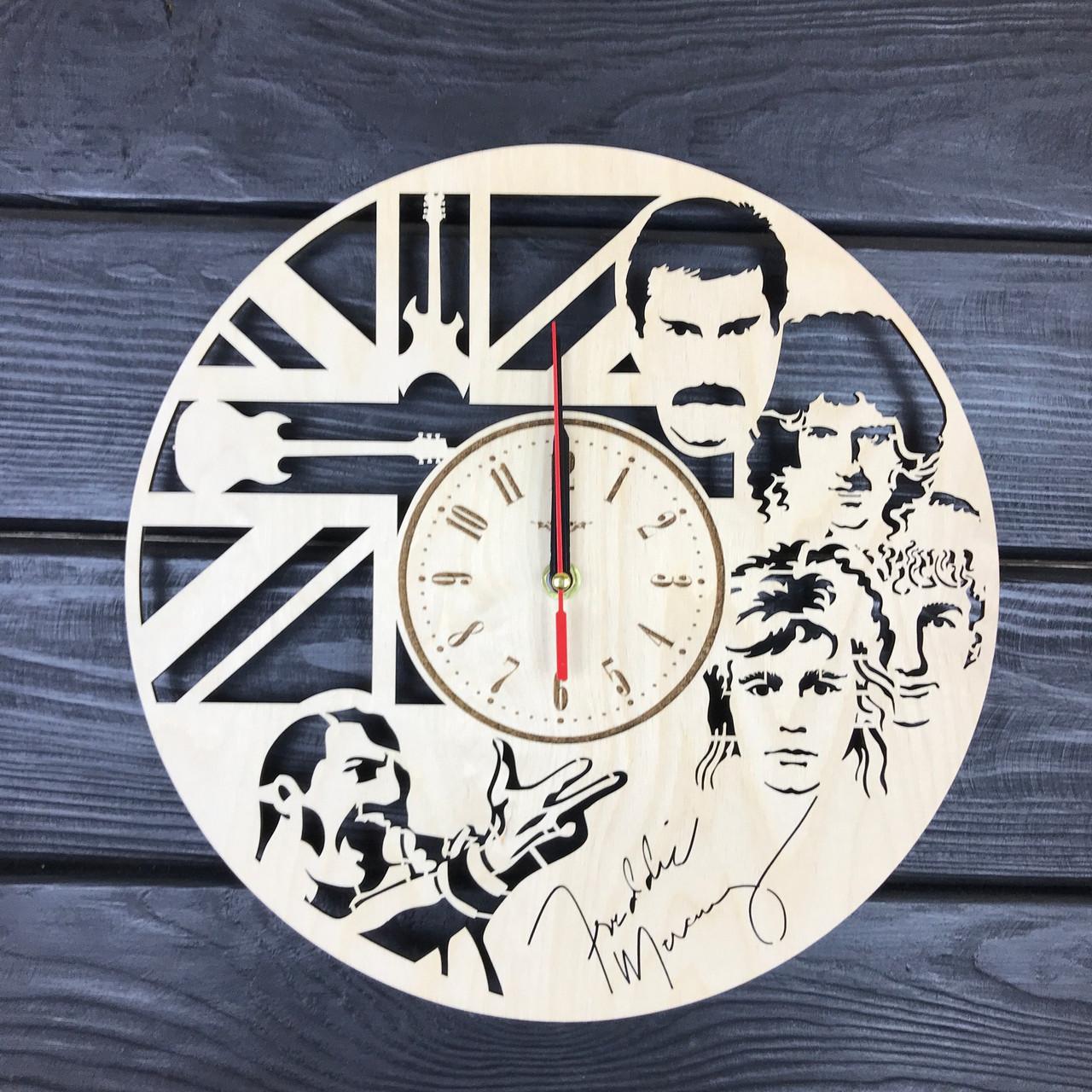 Настенные часы из дерева в интерьер «Queen»