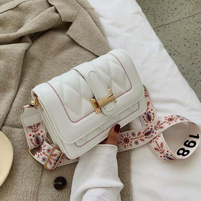 Модная маленькая женская сумка. Сумка женская стильная с текстильным ремешком. Сумочка из экокожи летняя Белая