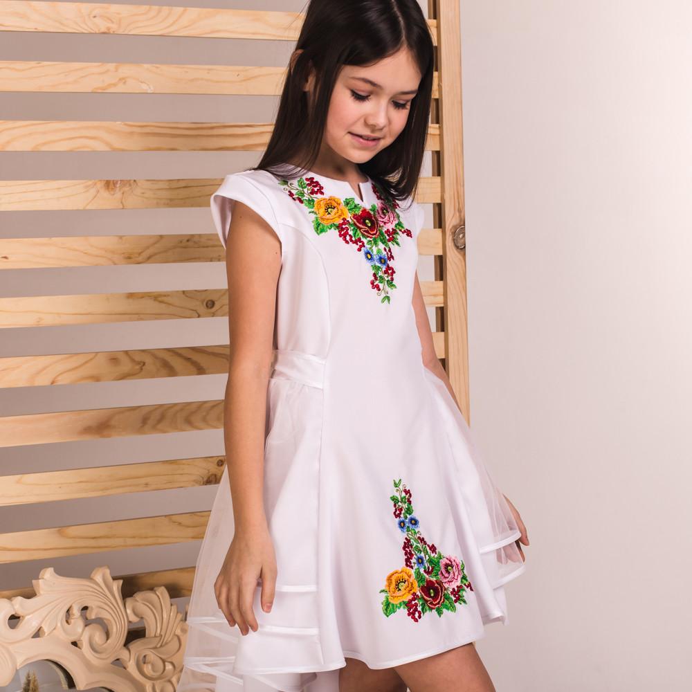 Біле вишите плаття Красуня зі шлейфом