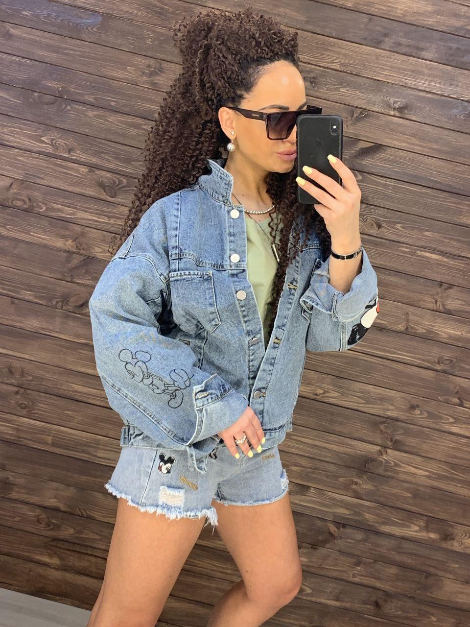 Жіноча джинсова куртка оверсайз з малюнком Міккі на спині vN8713