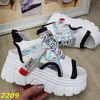 Модные женские босоножки сандалии спортивные на массивной подошве Jintu белые с черным и серебром