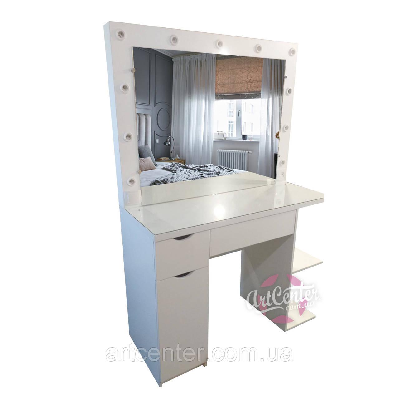 Стол для макияжа с закрытыми и открытыми полками и ящиками