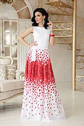 Вечернее нарядное длинное белое платье без рукавов с принтом красные лепестки