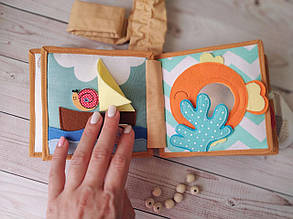 Книжечка-игрушка для детей развивающая ручной работы 12
