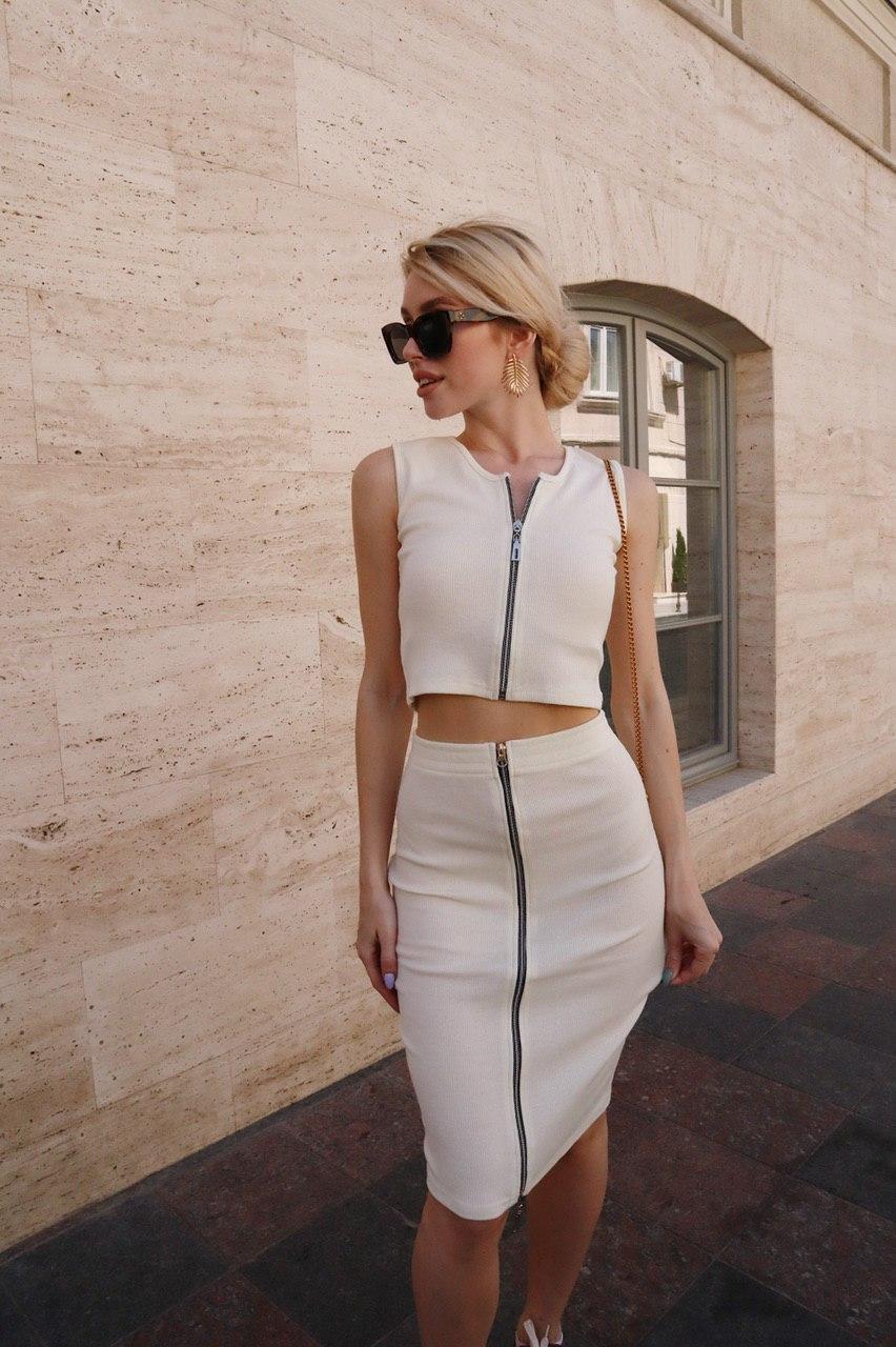 Стильный костюм на молнии юбка карандаш и топ без рукавов