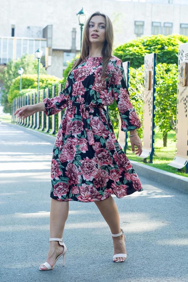 Платье летнее приталенное средней материал софт размер универсальный красные цветы на черном