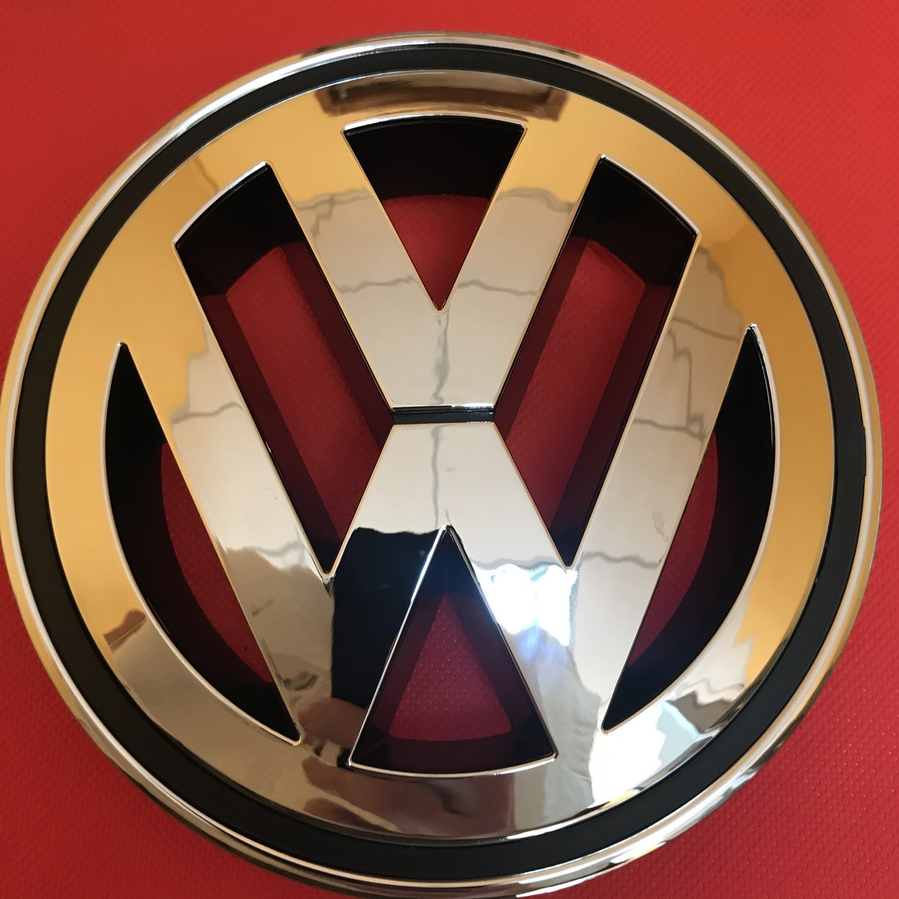 Эмблема логотип Volkswagen Фольксваген Пассат  VW Passat B6 ,CC 2006-2011 на решетку радиатора ,1K5853600