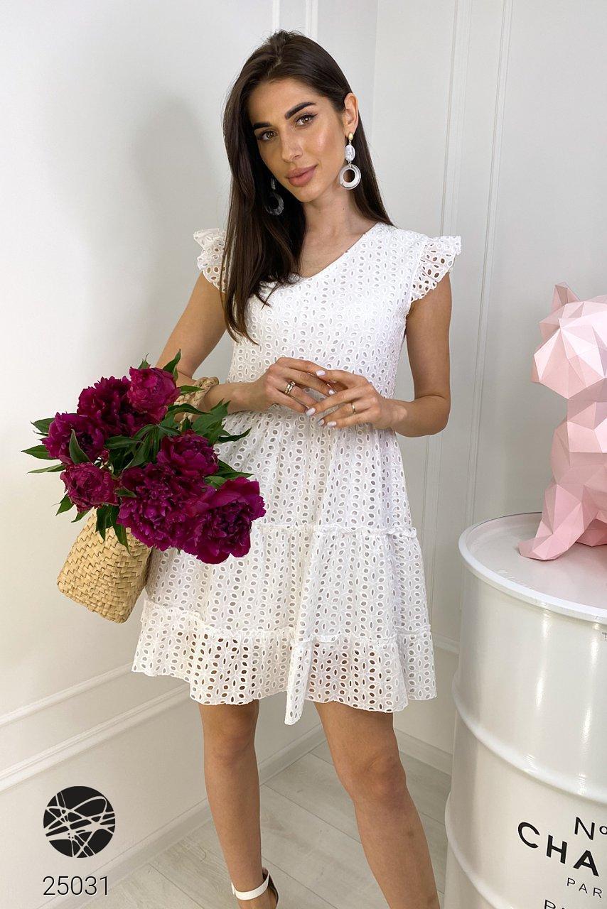 Летнее платье белого цвета с отделкой кроше. Модель 25031. Размеры 42-48