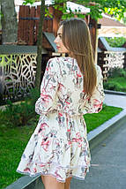 Платье женское свободное легкое из софта с кружевом красные цветы на белом с кружевом, фото 2