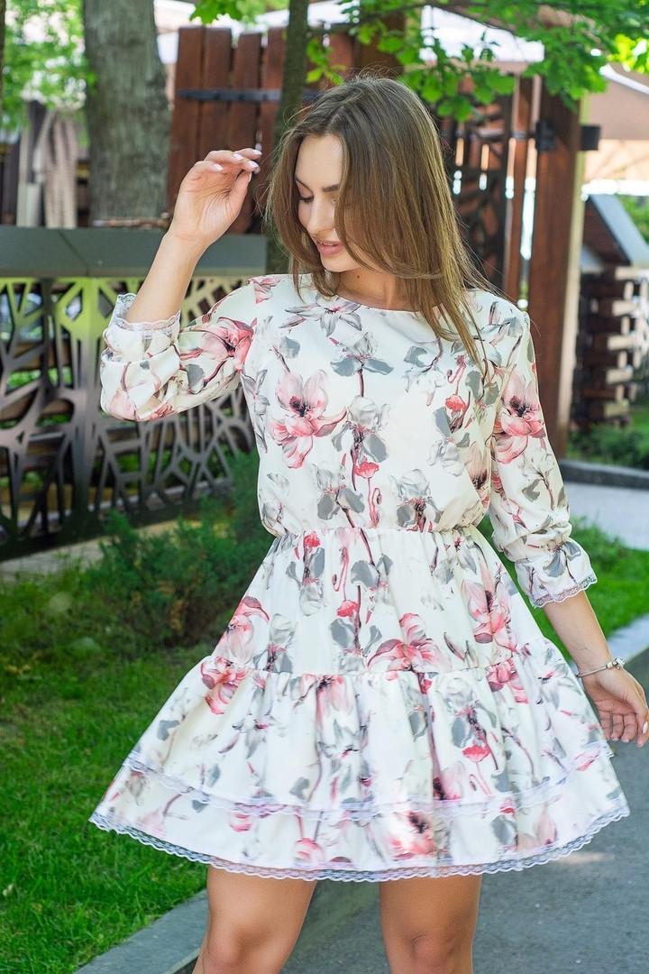 Платье женское свободное легкое из софта с кружевом красные цветы на белом с кружевом