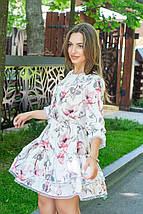 Платье женское свободное легкое из софта с кружевом красные цветы на белом с кружевом, фото 3