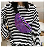 Женская бананка голографическая блестящая поясная детская сумочка фиолетовая, фото 6