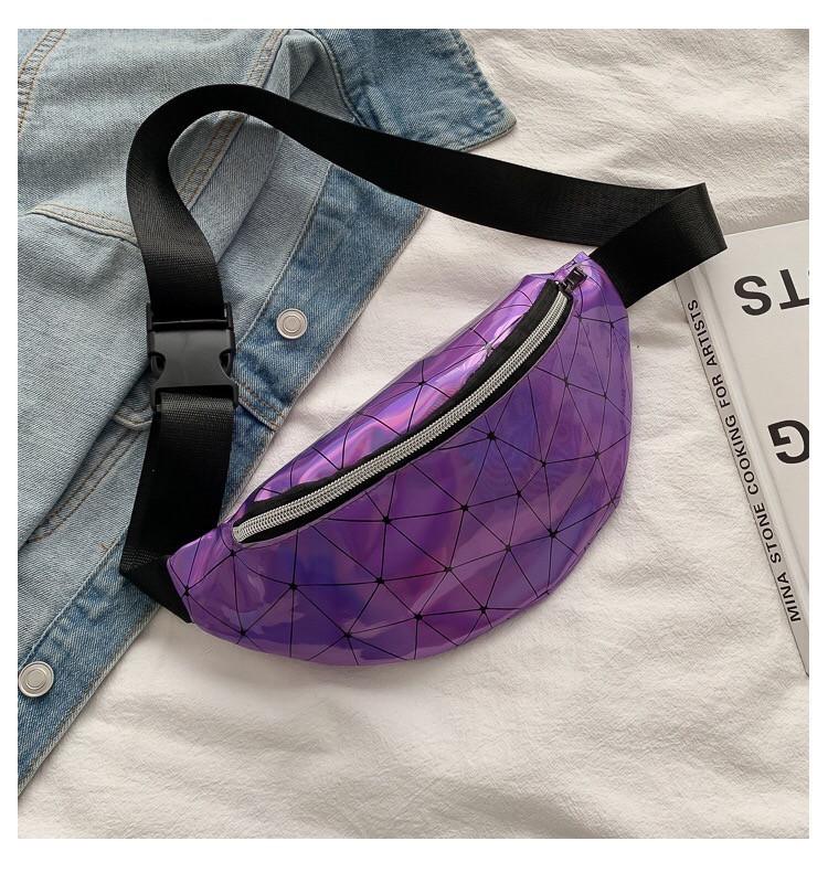 Женская бананка голографическая блестящая поясная детская сумочка фиолетовая