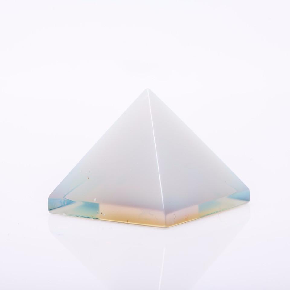 Пирамида сувенир натуральный камень Лунный h-3см b-3,5см(+-)