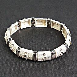 [5.5 см] Браслет жіночий, об'ємний, білий, інкрустований невеликими декоративними каменями круглої форми