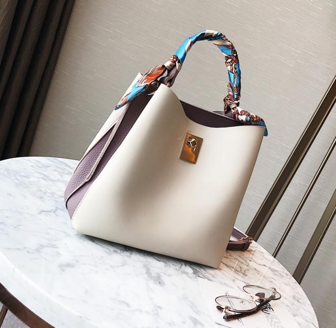 Красивая сумка женская Бежевая мягкая летняя вместительная