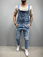 Светло-синий мужской джинсовый комбинезон с потёртостями демисезонный синий джинсовый комбинезон мужской