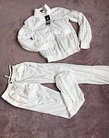 Женский спортивный костюм белого цвета