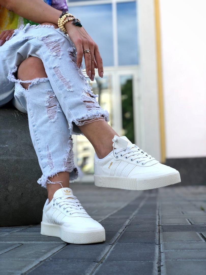 Кроссовки женские Adidas Samba белого цвета. Модные женские кроссовки Адидас белые.