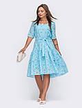 Свободное платье из прошвы с воланом по низу и поясом, фото 3