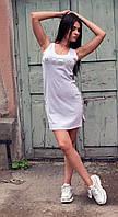 Светло-серое летнее платье с надписью из пайеток Kiss