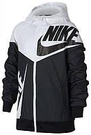 Ветровка подростковая Nike NSW WINDRUNNER GFX черная 940370-010