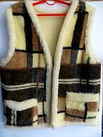 Тёплая жилетка из овечьей шерсти с накладными карманами