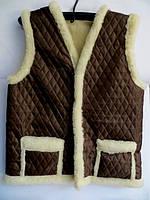 Теплый жилет из овчины коричневый окрас - накладные карманы