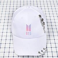 Кепка Бейсболка BTS с кольцами и цепями БТС  Белая с розовой эмблемой