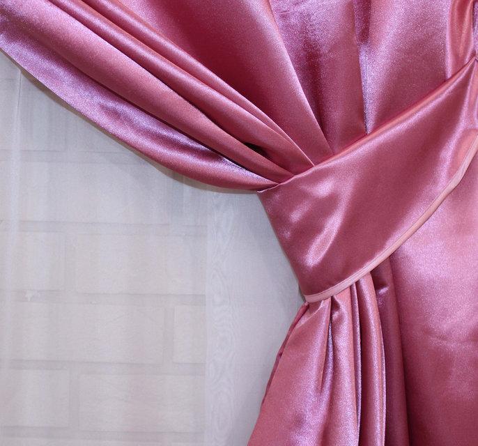 Однотонная ткань атлас. Ширина в рулоне 1,5м. Цвет лиловый. 036ша