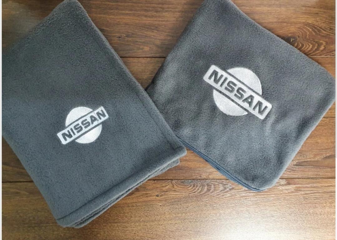 """Автомобильный плед в чехле с вышивкой логотипа """"Nissan"""""""