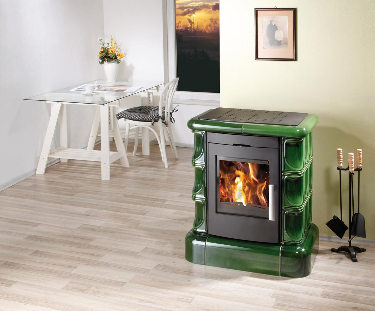 Классическая печь камин керамика Haas+Sohn Manta зеленая