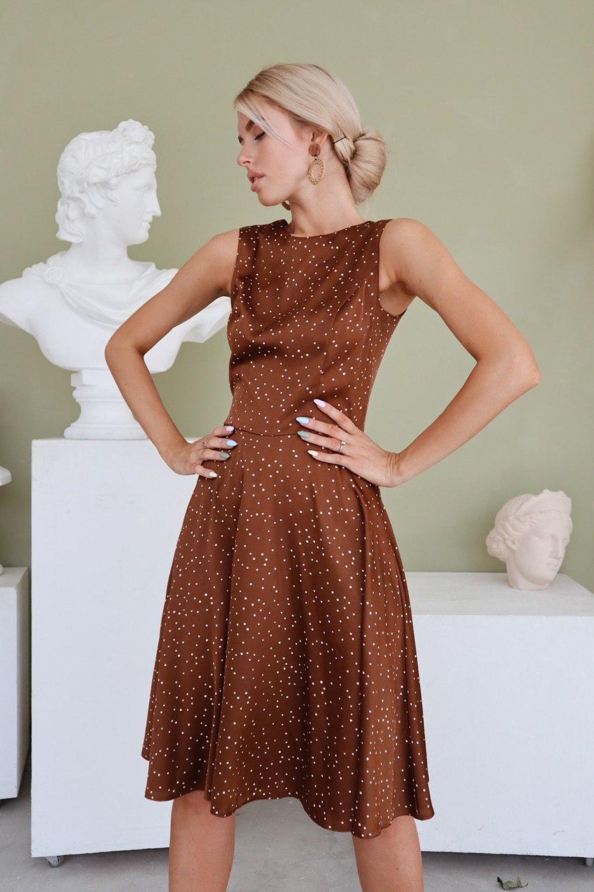 Эффектное платье с акцентом на талию