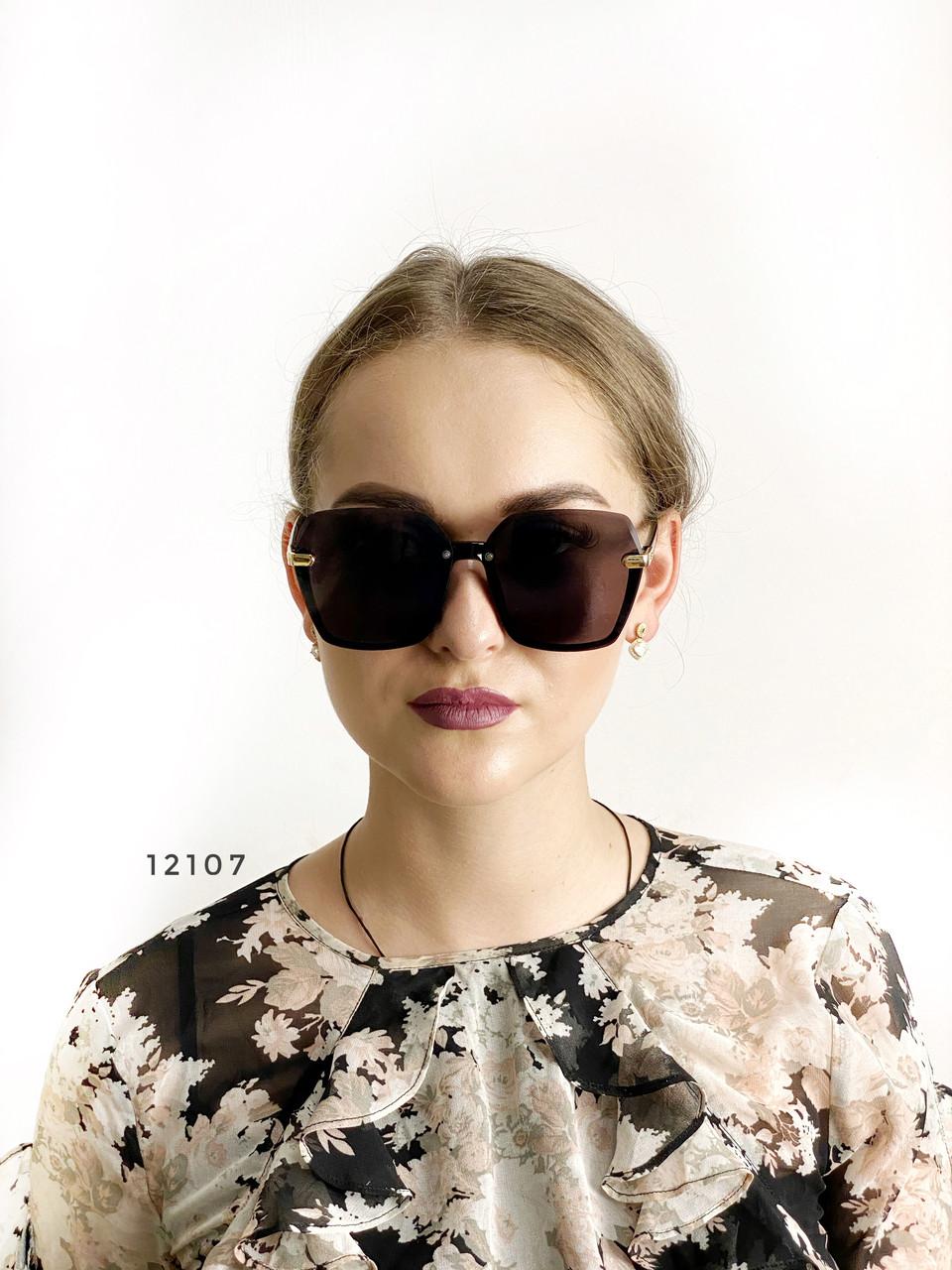 Трендовые черные солнцезащитные очки