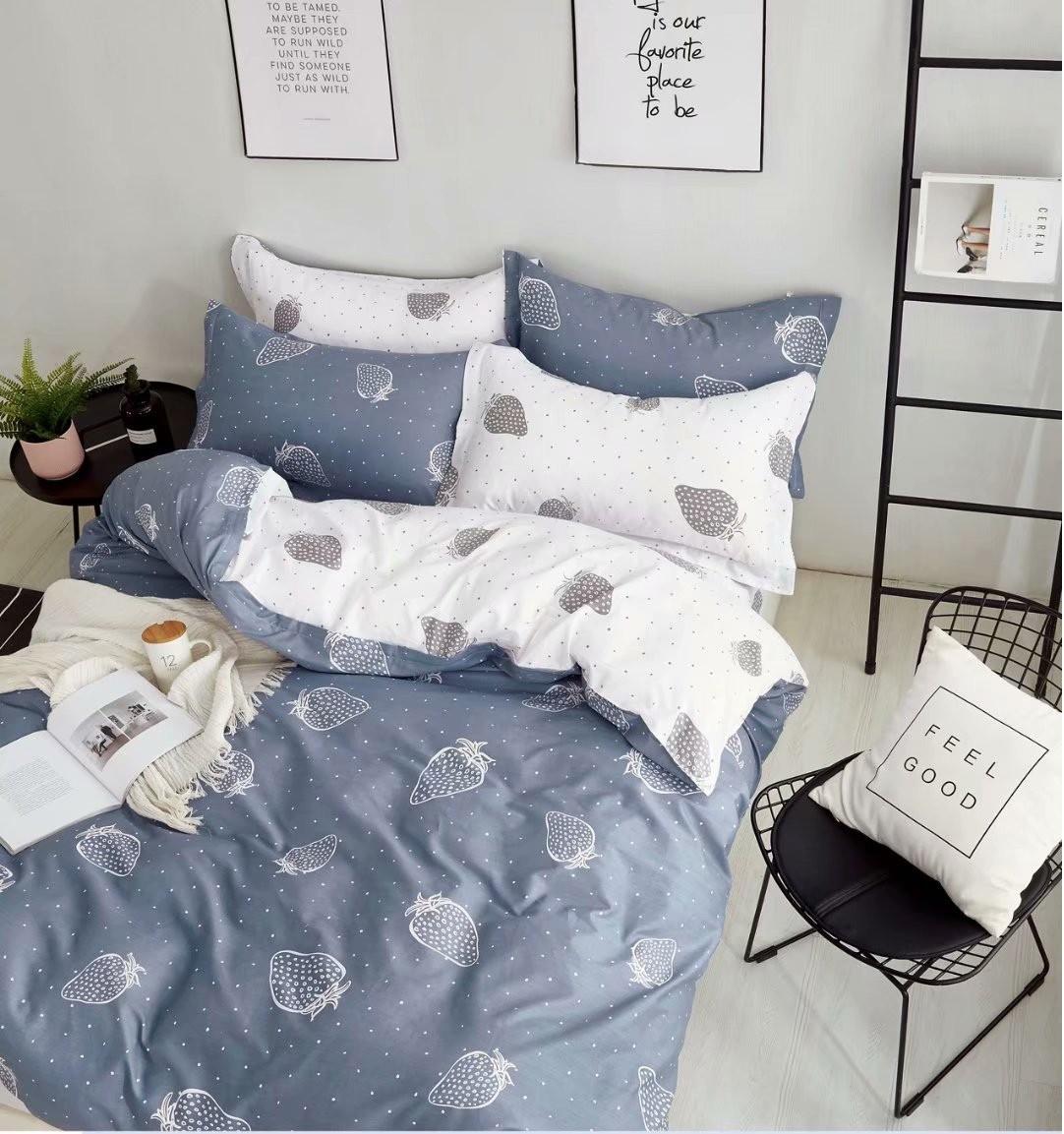 Двухспальный комплект постельного белья, клубника серого цвета