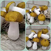 Білий гриб, матеріал пінопласт, висота 10 см., діам. 6 см., 25/19 (ці на за 1 шт. + 6 гр.)