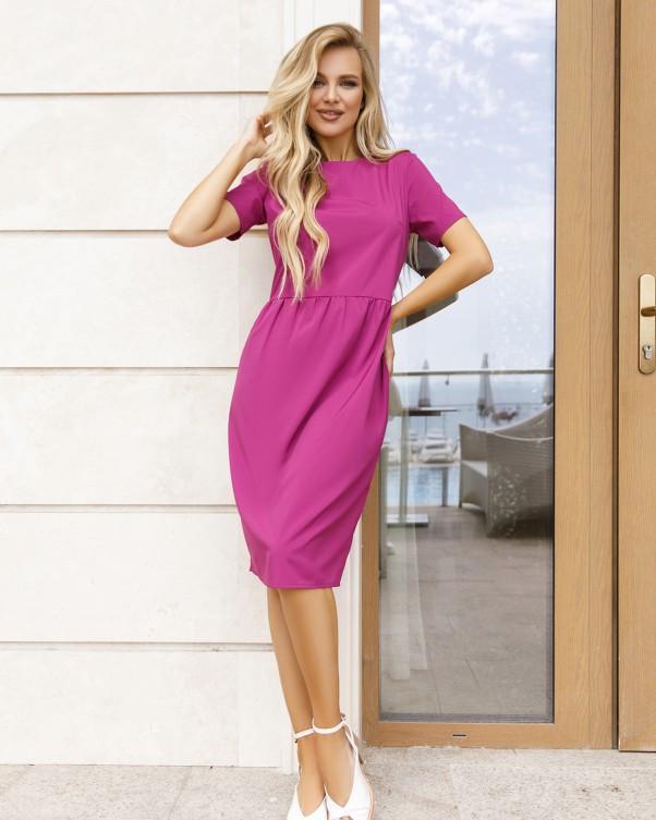 Сиреневое платье с короткими рукавами