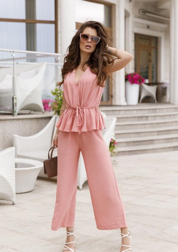 Розовый брючный комбинезон с баской