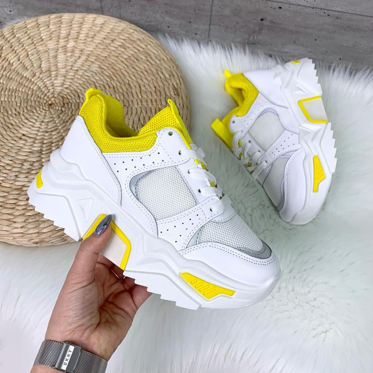 Стильные белые кроссовки с жёлтой вставкой