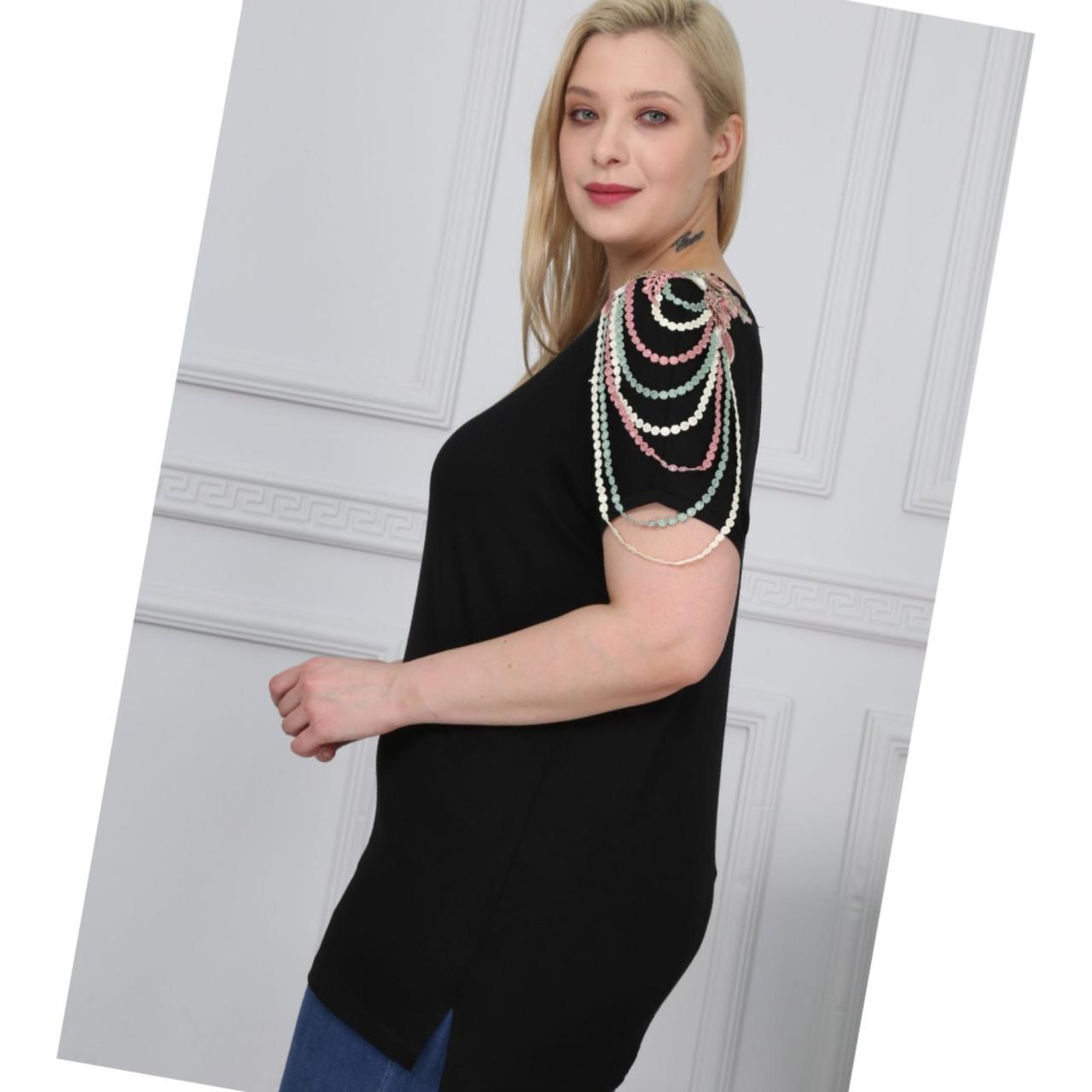 Купить Нарядная черная женская удлиненная футболка